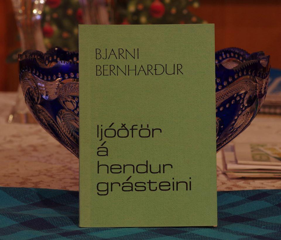 Bjarni Bernharður: Ljóðför á hendur grásteini.