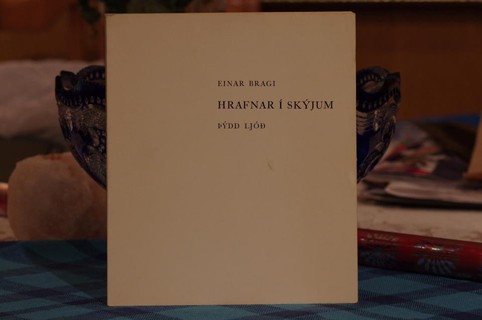 Einar Bragi: Hrafnar í skýjum.
