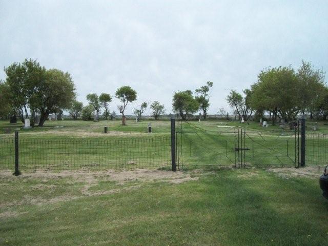 Sigrún hvílir í Íslenska kirkjugarðinum í Saskatchewan í Kanada.
