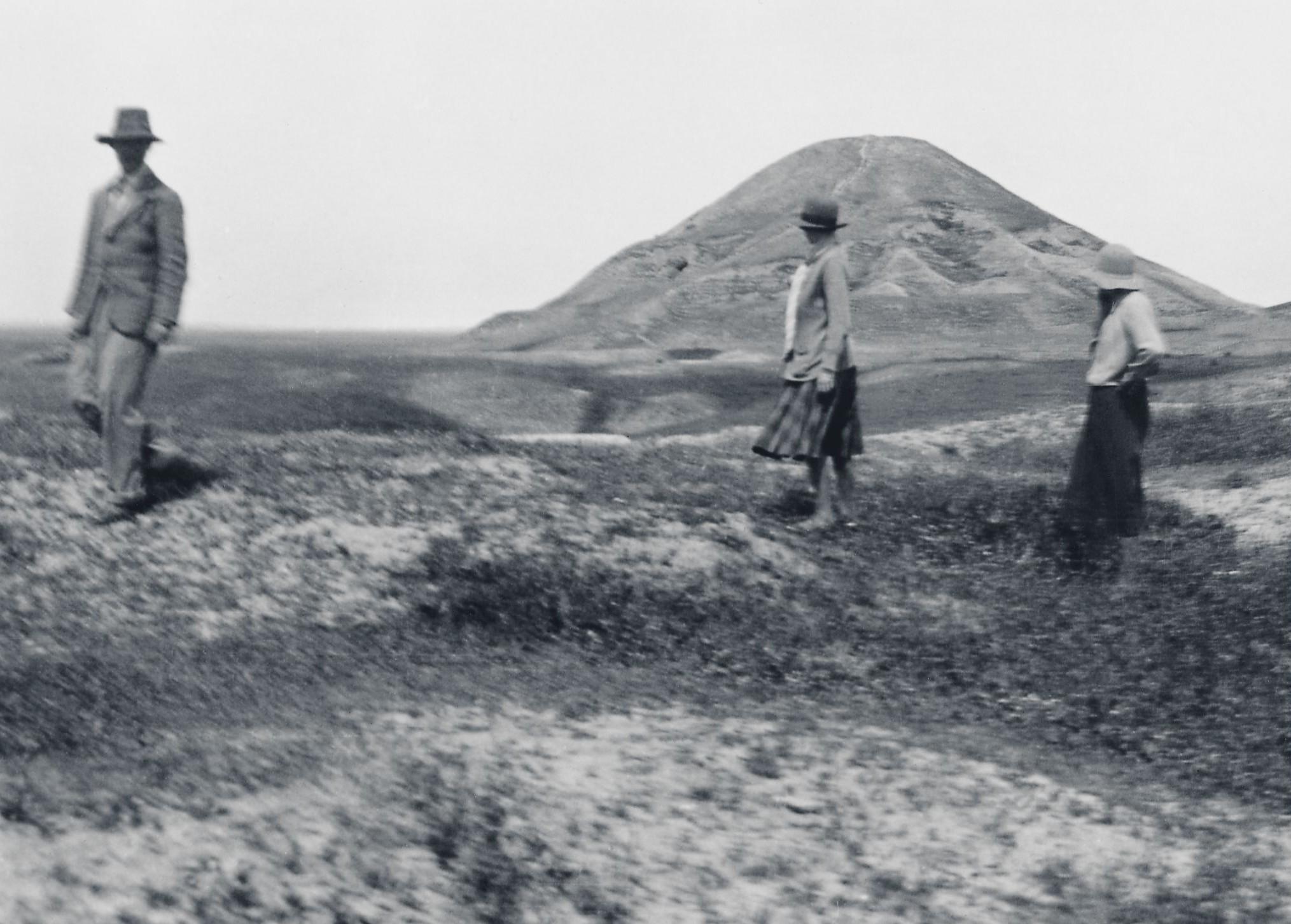 Christie og Mallowan ásamt Barböru Campbell Thompson þegar þau komu fyrst til Nimrud árið 1931.