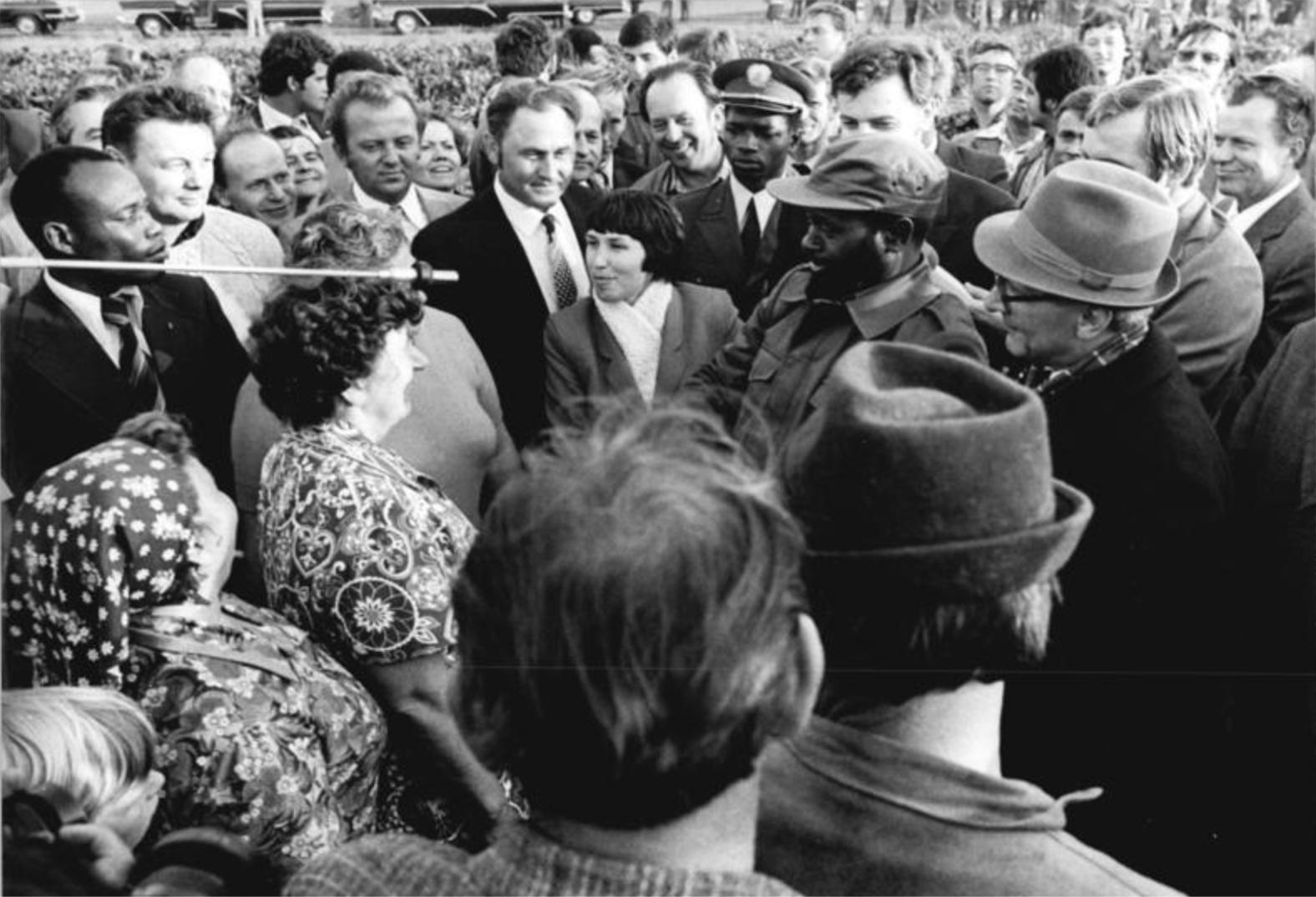 Samora Machel heimsækir þýska Alþýðuveldið árið 1980. Hann sést hér ásamt Erich Honecker.