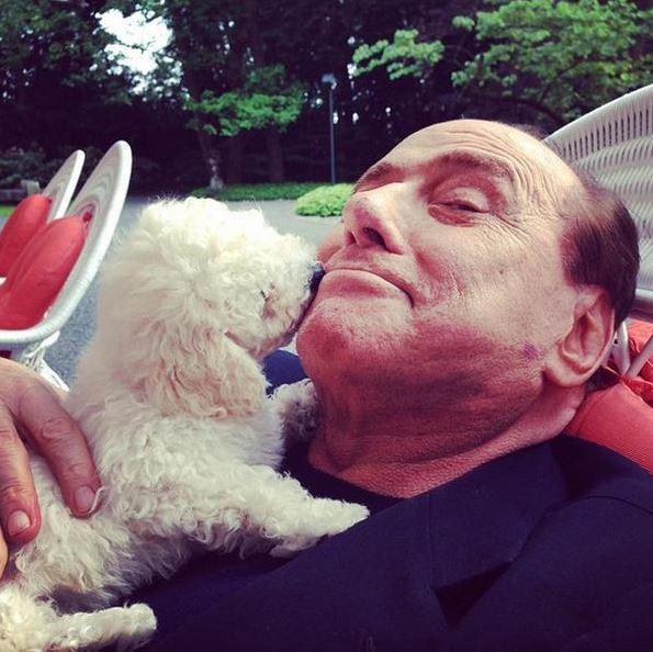 Nýjasta Instagram-stjarnan: Silvio Berlusconi knúsar hvolp