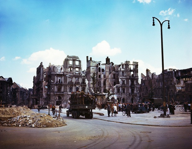 Color Photographs of Berlin in Summer of 1945 (4)