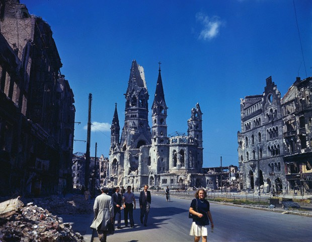 Color Photographs of Berlin in Summer of 1945 (6)