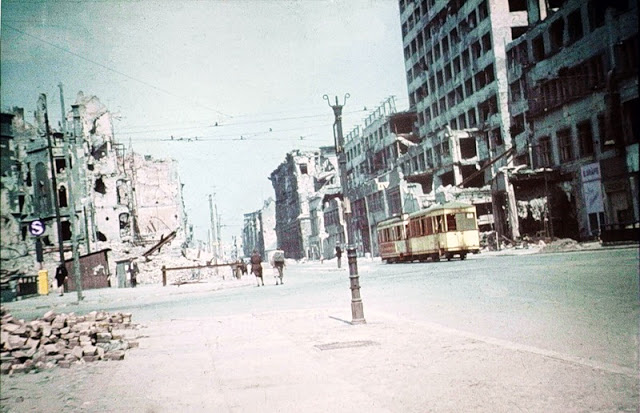 Color Photographs of Berlin in Summer of 1945 (7)