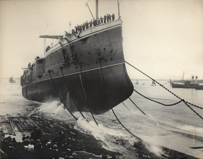 Launching_of_the_HMS_Hogue_(1900)
