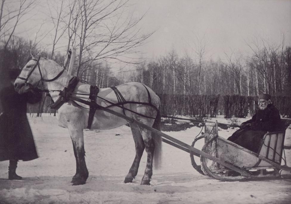 Tolstoj á sleða, 1903.