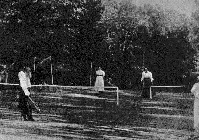 Tolstoj og félagar í tennis. Mynd frá 1878.