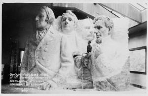 Svona sá Borglum fyrir sér verkið fullklárað en aðeins Washington fékk meira en bara andlitsmynd.