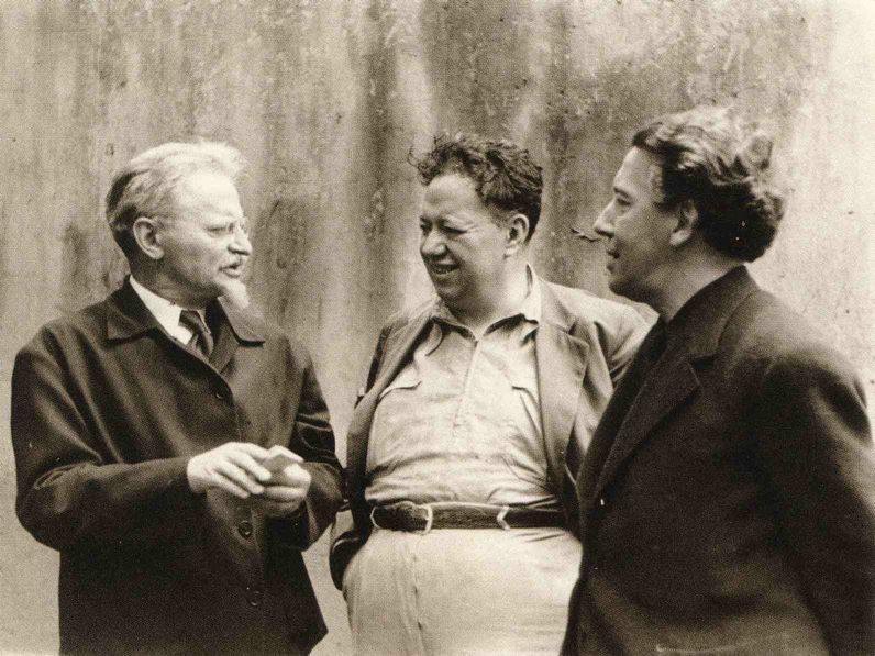 Trotsky, Diego og franski rithöfundurinn André Breton sem var einn af upphafsmönnum súrrealismans.