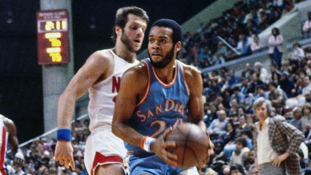 Freeman Williams brýst að körfunni í leik gegn Nets um 1980.