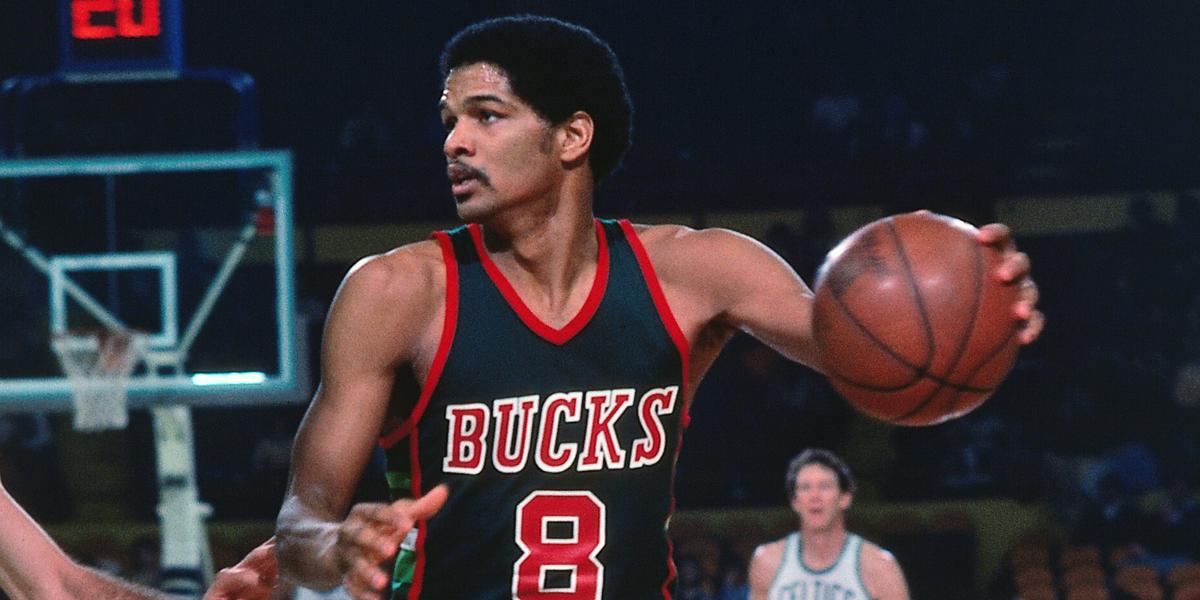 Marques Johnson í leik með Milwaukee Bucks, gullfallegur á velli.