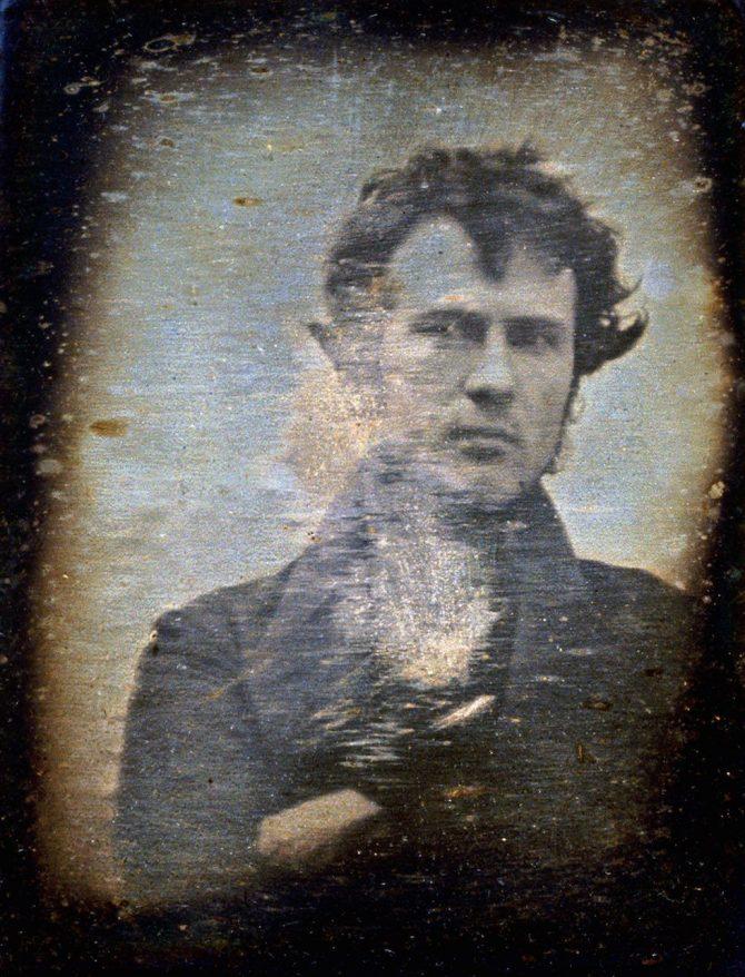 """Fyrsta """"selfie"""" ljósmyndasögunnar var tekin 1839"""