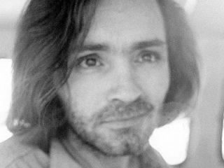 """""""Siðprúði fjöldamorðinginn"""" á plani Haföldunnar: Vann Charles Manson í síld á Seyðisfirði sumarið 1963?"""