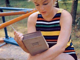Marilyn Monroe les Ódysseif eftir James Joyce, 1955
