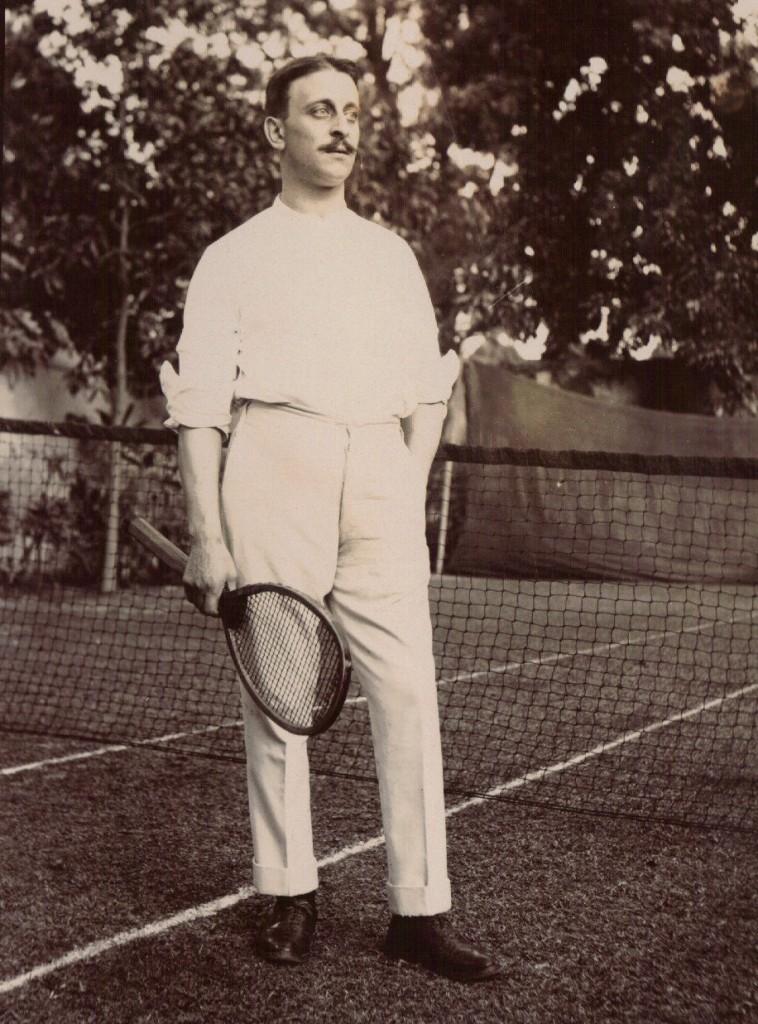 Breskur maður með tennisspaða, Kalkútta, 1903.
