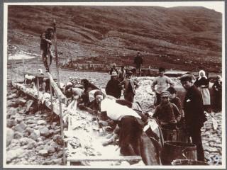 Fiskverkun á Eskifirði, um 1900