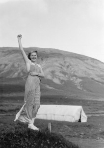Valgerður Tryggvadóttir sumarið 1934 þegar hún var 18 ára. Hollenski ljósmyndarinn Willem van de Poll tók myndina. Smellið á hlekkinn í dálkinum til hægri til að sjá myndir Hollendingsins.