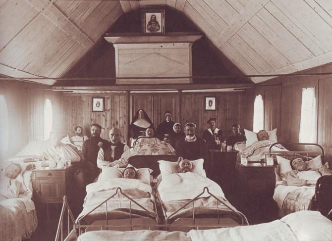 Rúmfastir sjúklingar í Landakoti, um 1900