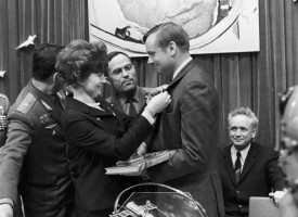 RIAN_archive_837790_Valentina_Tereshkova_and_Neil_Armstrong