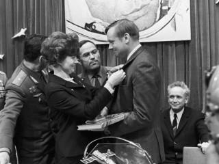 Valentina Tereshkova og Neil Armstrong