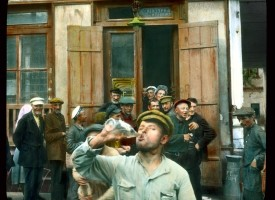 Saint_Petersburg_Nevsky_Prospect_men_drinking_outside_a_store