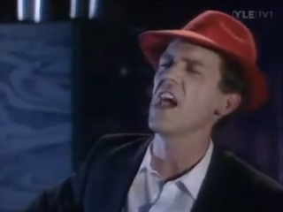 """Too Long, Johnny"": Blúsarinn Hugh Laurie"