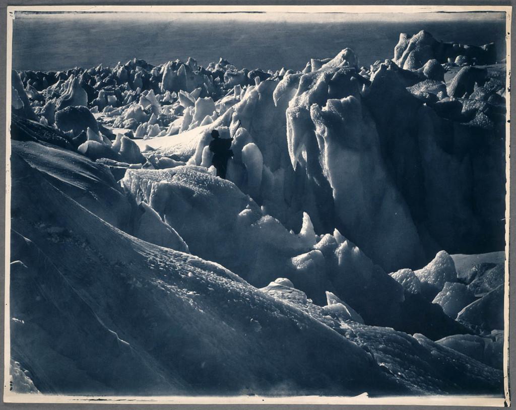 Xavier Mertz í endalausri ísbreiðunni, 1912.