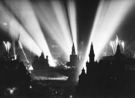 Rauða torgið í Moskvu, kvöldið 9. maí 1945.
