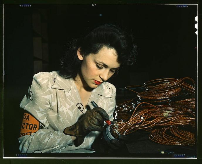 Verkakona í flugvélaverksmiðju árið 1942