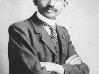Mohandas Gandhi, lögmaður, árið 1893
