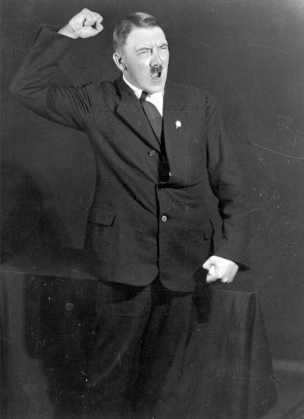 Ljósmyndir sýna Hitler æfa sig fyrir ræðuhöld