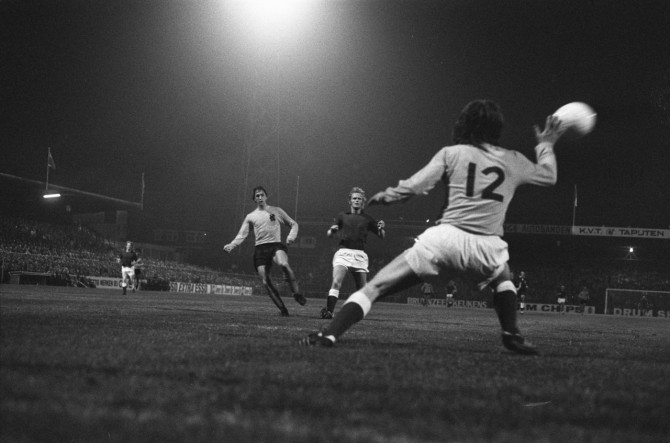 Johan Cruyff og félagar í hollenska landsliðinu taka Íslendinga í bakaríið