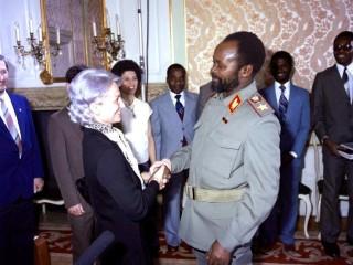 Kommúnistaleiðtogi Mósambík hittir vinkonu sína frú Honecker