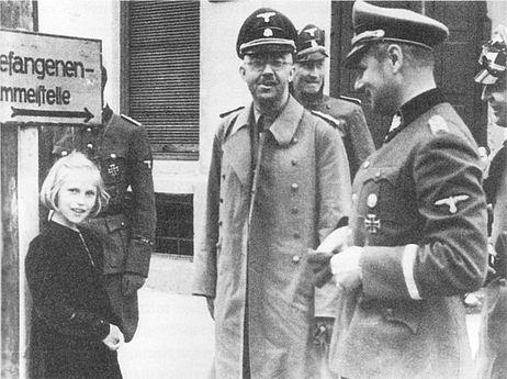 Himmler og dóttir hans Guðrún heimsækja fangabúðir nasista