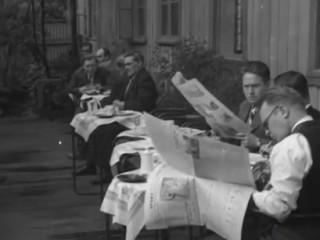 """""""Hér sitja menn úti á skyrtunni"""": Frábært myndband sýnir Ísland 1938"""