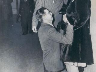 Maður grátbiður eiginkonuna, Chicago 1948
