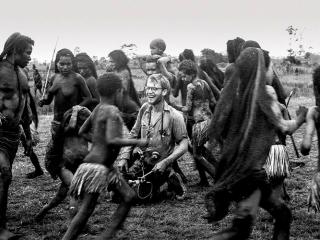 Leðurblakan, 8. þáttur: Hvarf Michaels Rockefellers