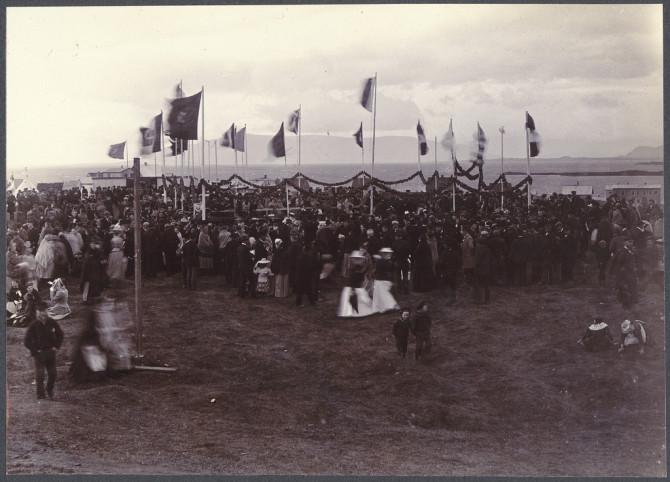 """""""Golíatar og dvergar"""" á Þjóðhátíð í Reykjavík, 1898"""