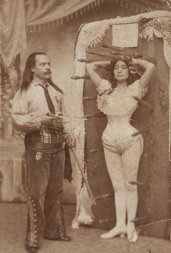 Hnífakastarinn Arcaris og systir hans