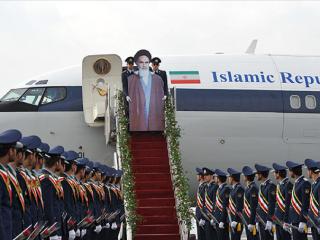 Khomeini snýr aftur sem pappaspjald