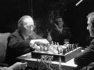Duchamp og Cage tefla og búa til tónlist á sama tíma