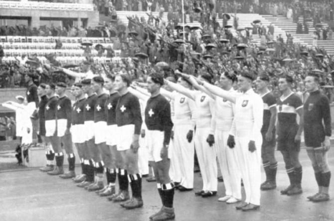 Handbolti, hakakross og Hitlerskveðja