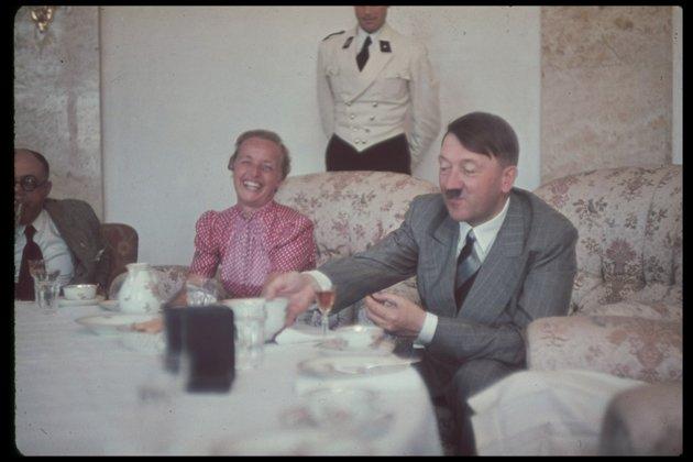 Litmyndir sýna augnablik úr einkalífi Hitlers