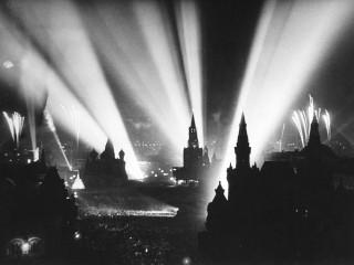 Stríðslokum fagnað á Rauða torginu í Moskvu 1945