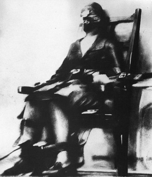 Ruth Snyder í rafmagnsstólnum 1928
