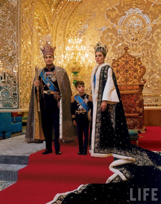 Mohammad Reza Pahlavi tekur við krúnu Írans 1967